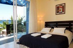 Спальня 2. Кипр, Лачи : Прекрасная вилла с панорамным видом на море и гавань Лачи, с 3-мя спальнями, с красивым зелёным садом, патио, барбекю и с уютной меблированной террасой на крыше
