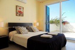 Спальня 3. Кипр, Лачи : Прекрасная вилла с панорамным видом на море и гавань Лачи, с 3-мя спальнями, с красивым зелёным садом, патио, барбекю и с уютной меблированной террасой на крыше