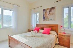 Спальня. Кипр, Лачи : Прекрасная вилла с 3-мя спальнями, с бассейном, уютной меблированной террасой, барбекю и видом на залив Chrysochou и полуостров Akamas