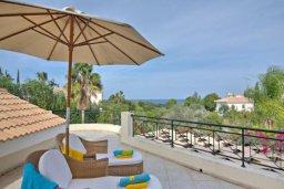 Патио. Кипр, Лачи : Прекрасная вилла с 3-мя спальнями, с бассейном, уютной меблированной террасой, барбекю и видом на залив Chrysochou и полуостров Akamas