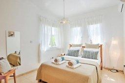 Спальня. Кипр, Полис город : Роскошный дом с 3-мя спальнями, с бассейном, зелёным садом с фруктовыми деревьями, с уютной террасой с патио и традиционным кипрским барбекю