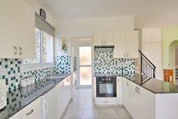 Кухня. Кипр, Полис город : Красивая семейная вилла с 3-мя спальнями, с бассейном, тенистой террасой, зелёным садом с беседкой, расположена в идиллическом нетронутом городе Полис