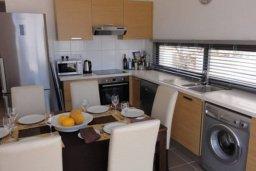 Кухня. Кипр, Полис город : Великолепная вилла с видом на залив Chryshochou и гавань Latchi, с 3-мя спальнями, с бассейном, зелёным садом и барбекю