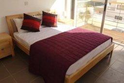 Спальня. Кипр, Полис город : Великолепная вилла с видом на залив Chryshochou и гавань Latchi, с 3-мя спальнями, с бассейном, зелёным садом и барбекю