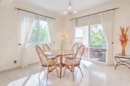 Гостиная. Кипр, Полис город : Очаровательная вилла с 3 спальнями, с балконом, с тенистой террасой с патио, в окружение зелёного сада