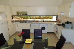 Кухня. Кипр, Лачи : Очаровательная вилла с видом на залив Chryshochou и гавань Latchi, с 3-мя спальнями, с бассейном, патио и барбекю