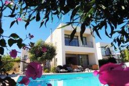 Фасад дома. Кипр, Лачи : Очаровательная вилла с видом на залив Chryshochou и гавань Latchi, с 3-мя спальнями, с бассейном, патио и барбекю