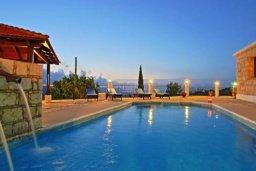 Бассейн. Кипр, Тремисуса : Очаровательная вилла с 3 спальнями с для 6-ти гостей с бассейном и садом