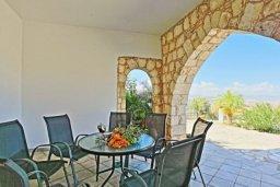 Патио. Кипр, Тремисуса : Очаровательная вилла с 3 спальнями с для 6-ти гостей с бассейном и садом