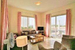 Гостиная. Кипр, Аргака : Прекрасная вилла с 4-мя спальнями, с бассейном и двориком, расположена в 100 метрах от пляжа, в Пафосе, для 8-ти гостей