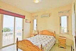 Спальня. Кипр, Аргака : Прекрасная вилла с 4-мя спальнями, с бассейном и двориком, расположена в 100 метрах от пляжа, в Пафосе, для 8-ти гостей