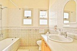 Ванная комната. Кипр, Аргака : Прекрасная вилла с 4-мя спальнями, с бассейном и двориком, расположена в 100 метрах от пляжа, в Пафосе, для 8-ти гостей