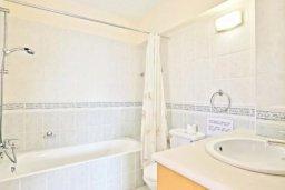 Ванная комната. Кипр, Аргака : Прекрасная вилла с 4-мя спальнями, с бассейном и двориком, расположена в Пафосе для 8-ти гостей
