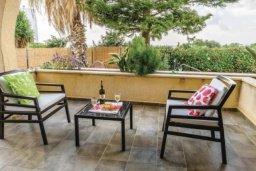 Патио. Кипр, Св.Георг : Очаровательная вилла с 3 спальнями с для 6-ти гостей с бассейном и садом