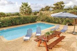 Бассейн. Кипр, Св.Георг : Очаровательная вилла с 3 спальнями с для 6-ти гостей с бассейном и садом