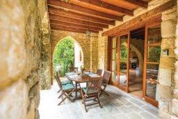 Патио. Кипр, Милиу : Очаровательная вилла с 3 спальнями с для 6-ти гостей с бассейном и садом