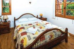 Спальня. Кипр, Милиу : Очаровательная вилла с 3 спальнями с для 6-ти гостей с бассейном и садом