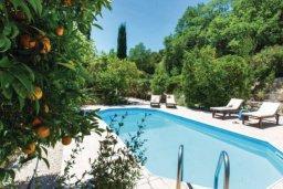 Бассейн. Кипр, Милиу : Очаровательная вилла с 2 спальнями с для 4-ти гостей с бассейном и садом
