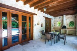Патио. Кипр, Милиу : Очаровательная вилла с 2 спальнями с для 4-ти гостей с бассейном и садом