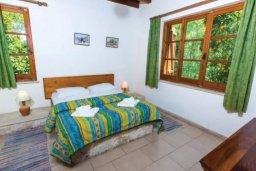 Спальня. Кипр, Милиу : Очаровательная вилла с 2 спальнями с для 4-ти гостей с бассейном и садом