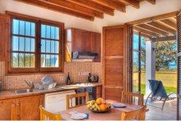 Кухня. Кипр, Полис город : Очаровательная вилла с 3 спальнями с для 6-ти гостей с бассейном и садом