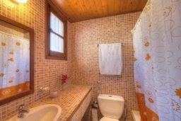 Ванная комната. Кипр, Полис город : Очаровательная вилла с 3 спальнями с для 6-ти гостей с бассейном и садом