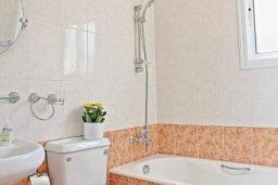 Ванная комната. Кипр, Аргака : Очаровательная вилла с 3 спальнями с для 6-ти гостей с бассейном и садом