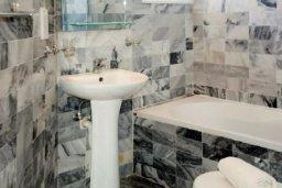 Ванная комната. Кипр, Аргака : Очаровательный таунхаус с видом на море, с 3-мя спальнями, в комплексе с бассейном и джакузи