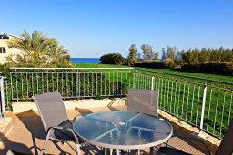 Балкон. Кипр, Аргака : Роскошная вилла с 4-мя спальнями, с бассейном и джакузи, красивым ландшафтным садом, патио, барбекю, настольным теннисом теннисом и бильярдом