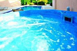 Территория. Кипр, Аргака : Роскошная вилла с 4-мя спальнями, с бассейном и джакузи, красивым ландшафтным садом, патио, барбекю, настольным теннисом теннисом и бильярдом