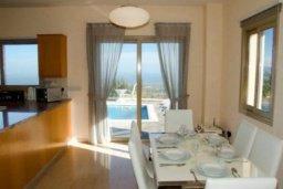Гостиная. Кипр, Друсхия : Великолепная вилла с видом на море, с 4-мя спальнями, с бассейном, сауной и джакузи, расположена на краю красивого национального парка Akamas