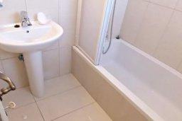 Ванная комната. Кипр, Хлорака : Комфортабельная вилла с 3-мя спальнями, с бассейном, тенистой террасой с патио и барбекю