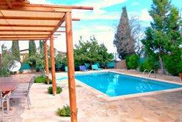 Территория. Кипр, Друсхия : Очаровательный дом в традиционном кипрском стиле, с 3-мя спальнями, бассейном и уютным двориком с патио и барбекю
