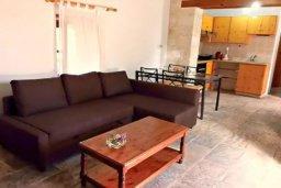 Гостиная. Кипр, Друсхия : Очаровательный дом в традиционном кипрском стиле, с 3-мя спальнями, бассейном и уютным двориком с патио и барбекю