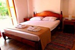 Спальня. Кипр, Друсхия : Очаровательный дом в традиционном кипрском стиле, с 3-мя спальнями, бассейном и уютным двориком с патио и барбекю