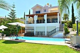 Фасад дома. Кипр, Лачи : Прекрасная вилла с видом на море, в окружение ландшафтного сада, с 3-мя спальнями, с бассейном, тенистой террасой с патио и барбекю