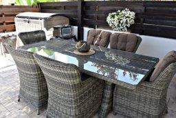 Патио. Кипр, Пафос город : Апартамент 3-мя спальнями, с бассейном, приватным двориком с тенистой террасой с патио и барбекю