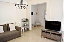 Гостиная. Кипр, Пафос город : Апартамент 3-мя спальнями, с бассейном, приватным двориком с тенистой террасой с патио и барбекю