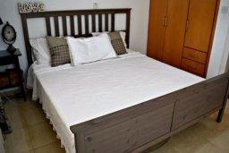 Спальня. Кипр, Пафос город : Апартамент 3-мя спальнями, с бассейном, приватным двориком с тенистой террасой с патио и барбекю