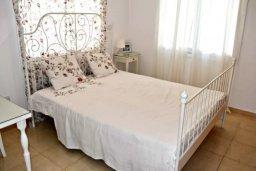 Спальня 2. Кипр, Пафос город : Апартамент 3-мя спальнями, с бассейном, приватным двориком с тенистой террасой с патио и барбекю