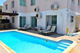 Бассейн. Кипр, Пафос город : Апартамент 3-мя спальнями, с бассейном, приватным двориком с тенистой террасой с патио и барбекю