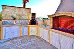 Прочее. Кипр, Аргака : Шикарная вилла с удивительным непрерывным видом на море и горы, с 3-мя спальнями, с бассейном, уютным двориком с патио, барбекю и с большой меблированной террасой на крыше с бильярдом