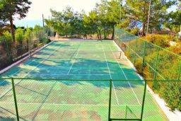 Развлечения и отдых на вилле. Кипр, Аргака : Впечатляющая вилла с потрясающим видом на море, с 4-мя спальнями, с большим бассейном, тенистой террасой с патио, теннисным кортом и беседкой