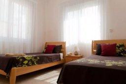 Спальня 2. Кипр, Корал Бэй : Великолепная вилла с 3-мя спальнями, с бассейном, зелёным садом с апельсиновыми и лимонными деревьями, тенистой террасой с патио и барбекю