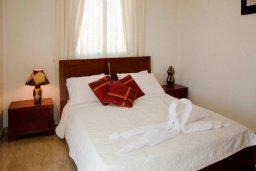 Спальня. Кипр, Аргака : Шикарная вилла с 4-мя спальнями, с бассейном и джакузи, красивым ландшафтным садом, патио, барбекю, настольным теннисом теннисом и бильярдом
