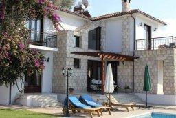 Фасад дома. Кипр, Аргака : Впечатляющая вилла с видом на Средиземное море, с 4-мя спальнями, с бассейном, тенистой террасой с патио, беседкой, детским бассейном и общим теннисным кортом