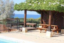 Бассейн. Кипр, Аргака : Впечатляющая вилла с видом на Средиземное море, с 4-мя спальнями, с бассейном, тенистой террасой с патио, беседкой, детским бассейном и общим теннисным кортом