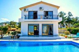 Фасад дома. Кипр, Аргака : Чудесная вилла с потрясающим видом на Средиземное море и горы, с 3-мя спальнями, с бассейном, тенистой террасой с патио и барбекю, расположена в нетронутой зоне Argaka