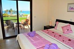 Спальня. Кипр, Полис город : Прекрасная вилла с панорамным видом на море, с 3-мя спальнями, с бассейном, приватным двориком с патио и барбекю