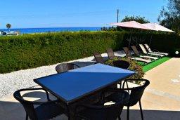 Обеденная зона. Кипр, Полис город : Прекрасная вилла с панорамным видом на море, с 3-мя спальнями, с бассейном, приватным двориком с патио и барбекю